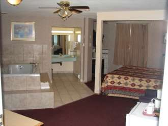 alpine motel kamloops jacuzzi suite